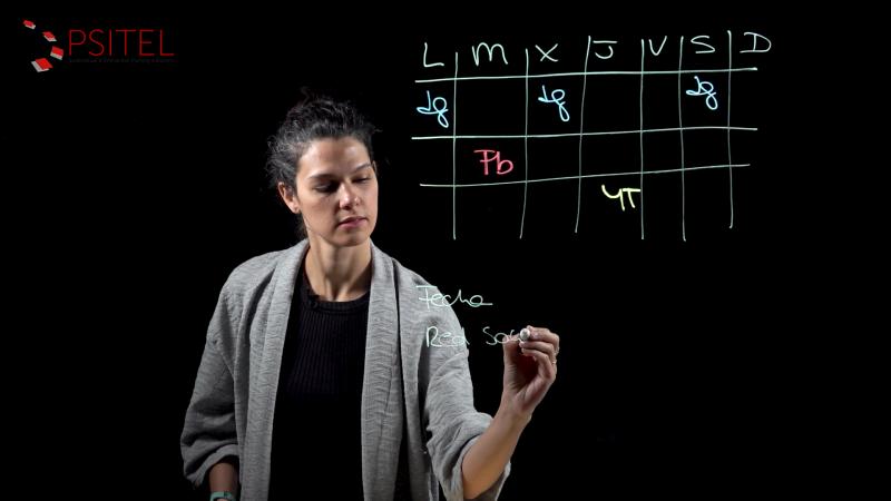 Pizarra de Luz utilizada por una profesora de marketing para un curso online
